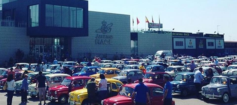Seat 600 en el Circuito del Jarama - RACE